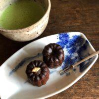 カヌレと日本茶
