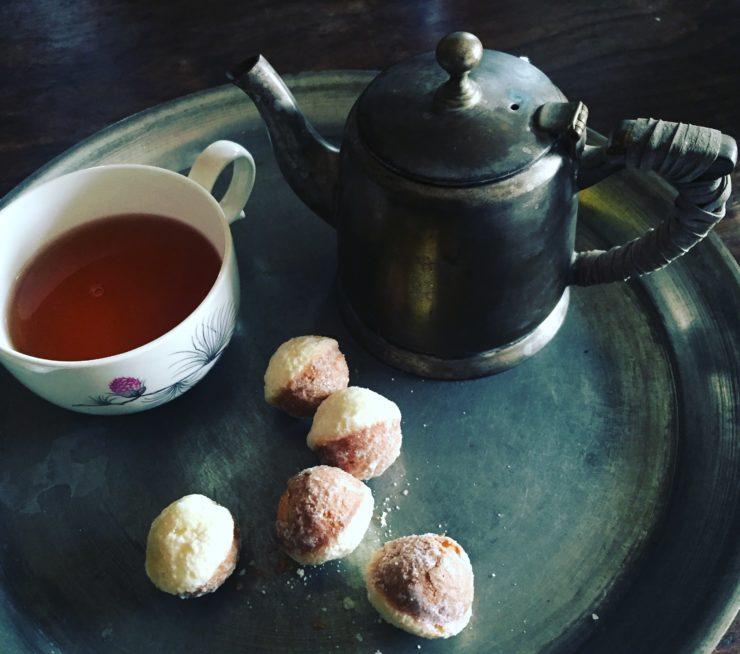 日本の紅茶で鈴かすてら